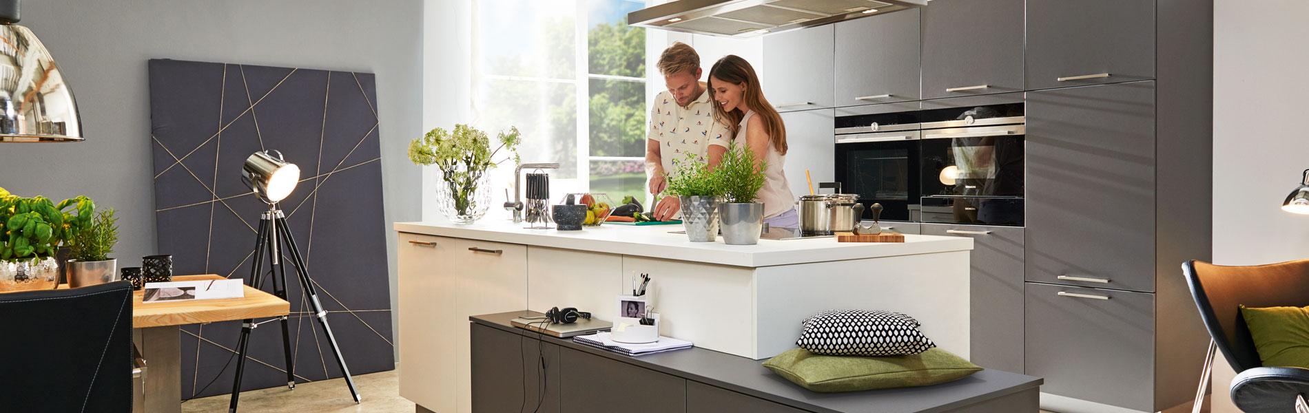 Stilvolle Küche in Grautönen