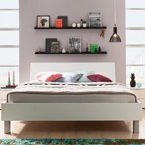 Dreamer Bett mit Alu-Füßen