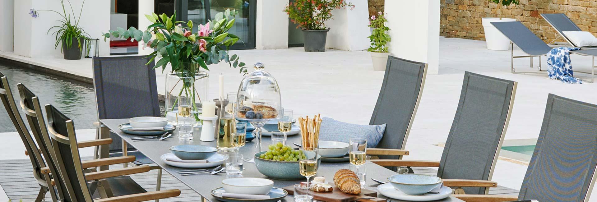 Gartentische in vielen Formen und Materialien bei Höffner