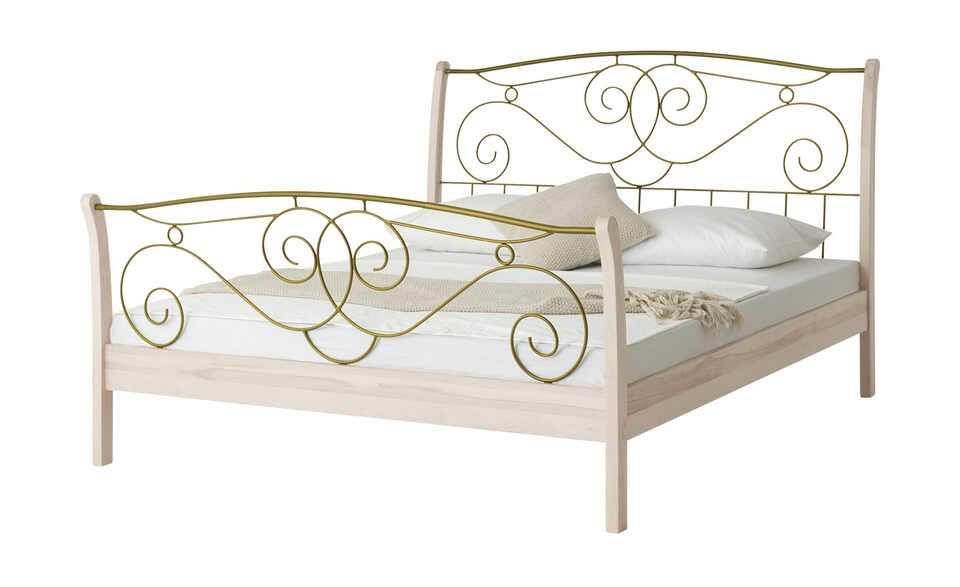 Romantisches Bett mit verzierten Metalleinsätzen