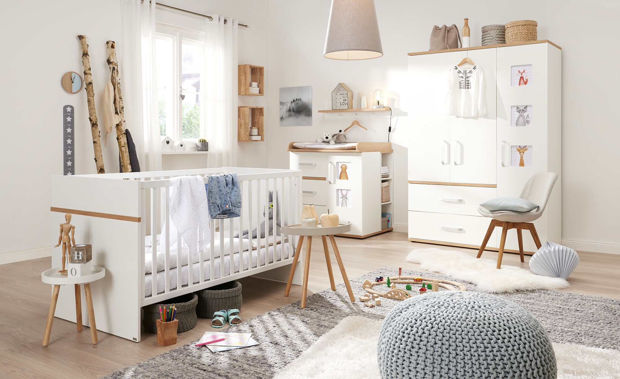 Modernes Babyzimmer im skandinavischen Stil