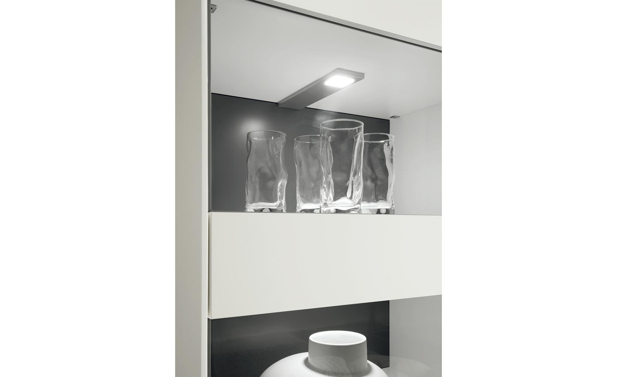 now! by hülsta Beleuchtung für Vitrine  now! easy Lampen & Leuchten > Innenleuchten > Möbelleuchten - Höffner | Wohnzimmer > Vitrinen > Standvitrinen | Möbel Höffner DE